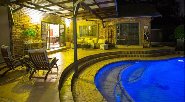 2 Bedroom apartment, self catering accommodation with private pool in Nelspruit